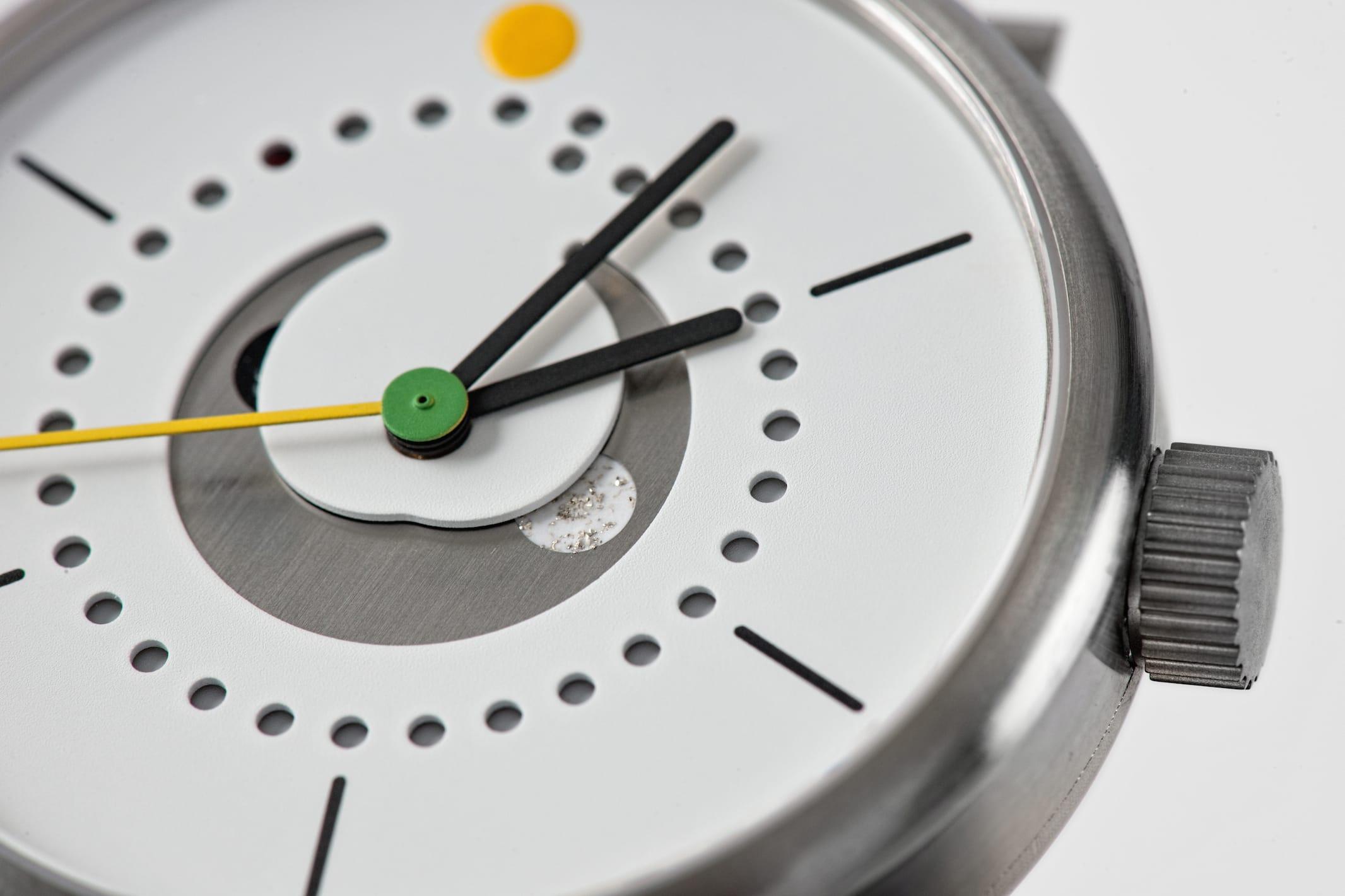 moon-phase-watch-ochs-und-junior-yellow-strap-silver-filings-BEA4643_RGB